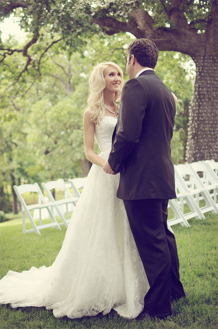 ashley-real-wedding-skelly-lodge-1