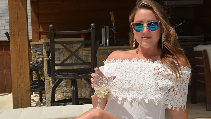 Honeymoon Outfit Inspiration From Liz and Honey