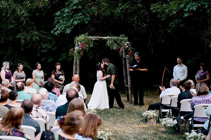 Earthy outdoor wedding in Oregon_featured