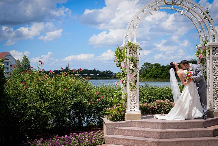 uncomfortable-wedding-photo-1